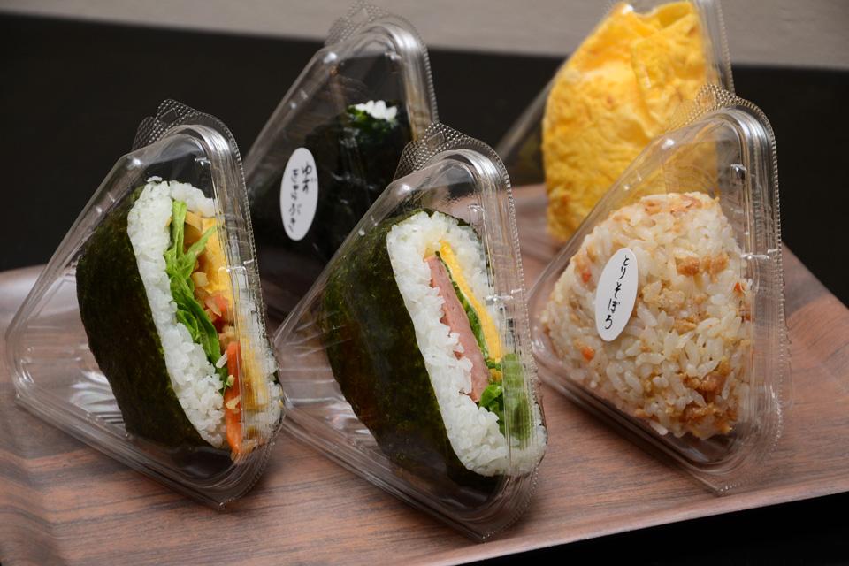 <b>【おにぎりと丼 三代川】</b>美味しいお米をおにぎりや丼で頬張る至福の時間をどうぞ