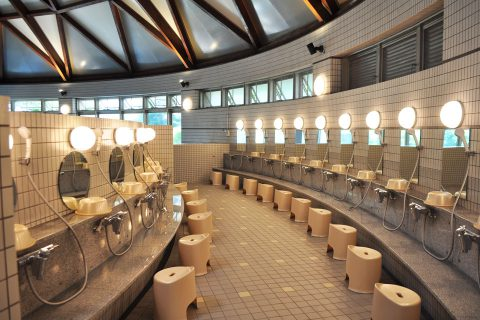 街ネタプラス|おでかけ|高山温泉ドーム|大浴場_洗い場