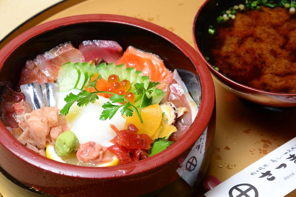 <b>【郷土料理・寿し・一品料理 さつま味】</b>料理人の腕が光る、技の効いた絶品丼
