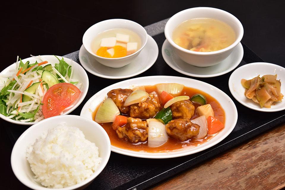 <b>【中国料理 美華園】</b>創業75年の歴史ある老舗中国料理店。マチガイナイ味わいがそこにはあるのです