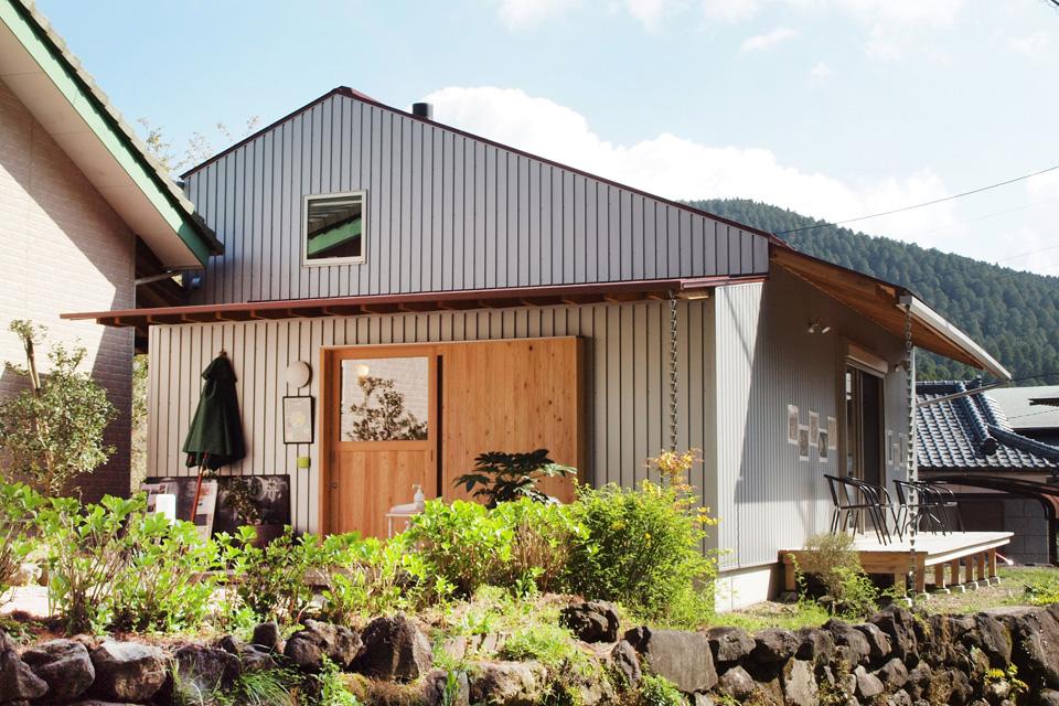 """<b>【きりしま 月の舟】</b>ようこそ""""霧島の小さな図書館""""へ!手作りのランチやスイーツ、文学講座もあります"""