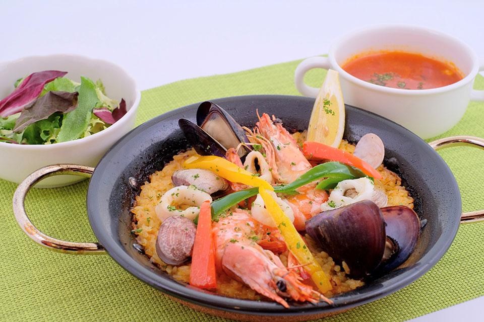 <b>【多国籍レストラン ありがとう】</b>料理もおもてなしも一流!霧島の大地を味わう多国籍料理