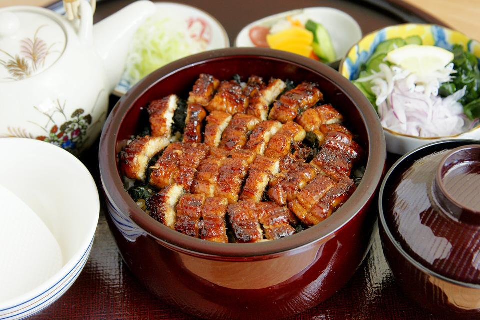 <b>【うなぎ四季彩 藤井】</b>お腹だけでなく心も満たされる創作鰻料理を味わえます